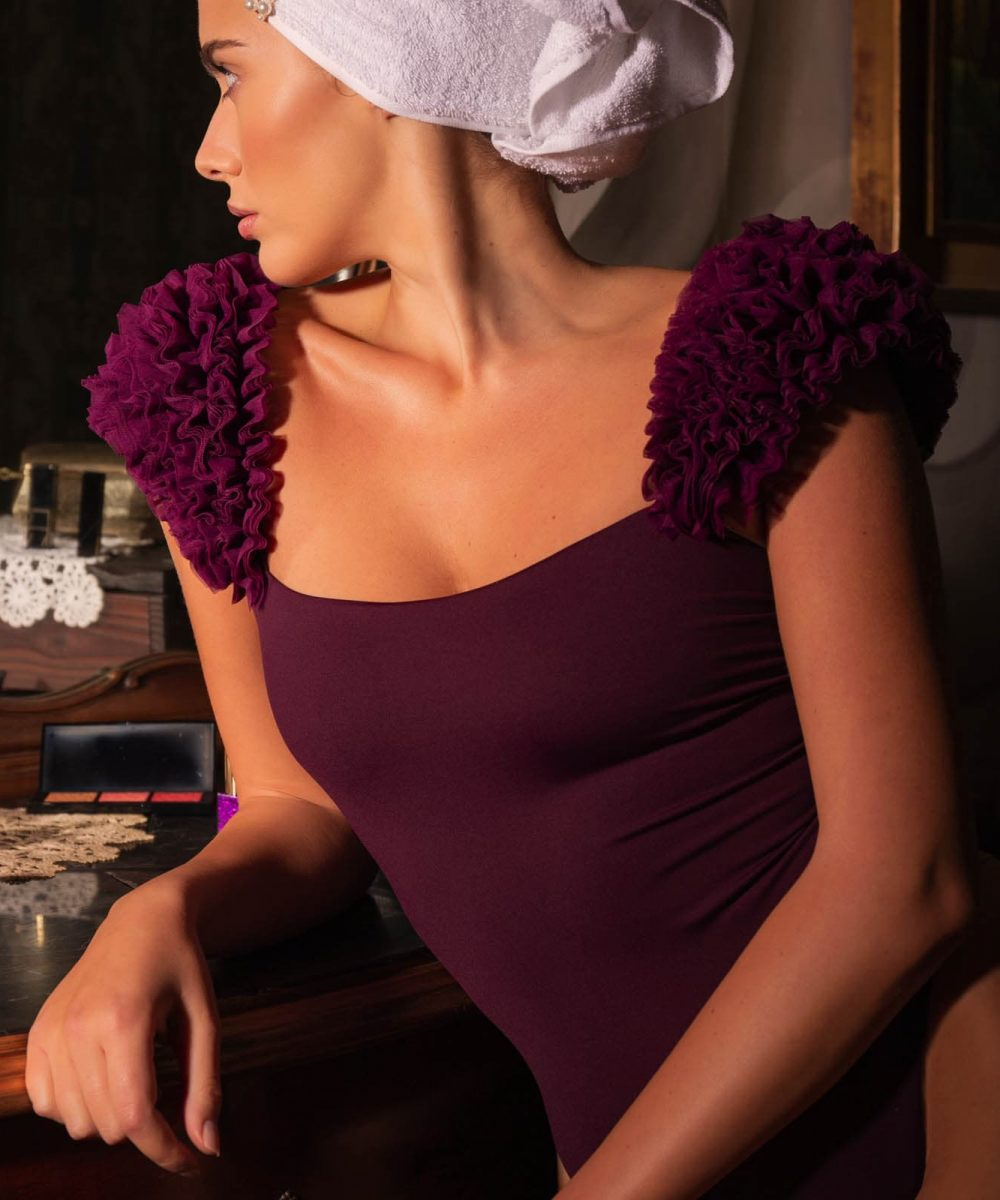 Grace plum kinda 3d swimwear kinda kindaswimwear costume intero spalline rouches ruffles swimsuit bikini bordeaux viola plum swimsuit Grace Kinda 3D Swimwear swimsuit bikini with ruffles onepiece one piece bikini with flowers beach embellished bikini handmade bikini