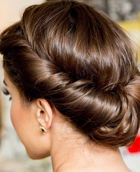 chignon camila coelho hairdo hair color